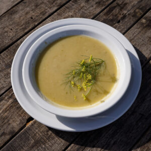 Sopa de vegetales vegana de la huerta