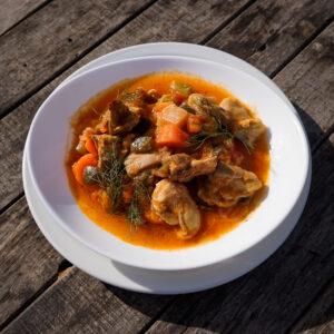 Estofado de pollo con vegetales de la huerta