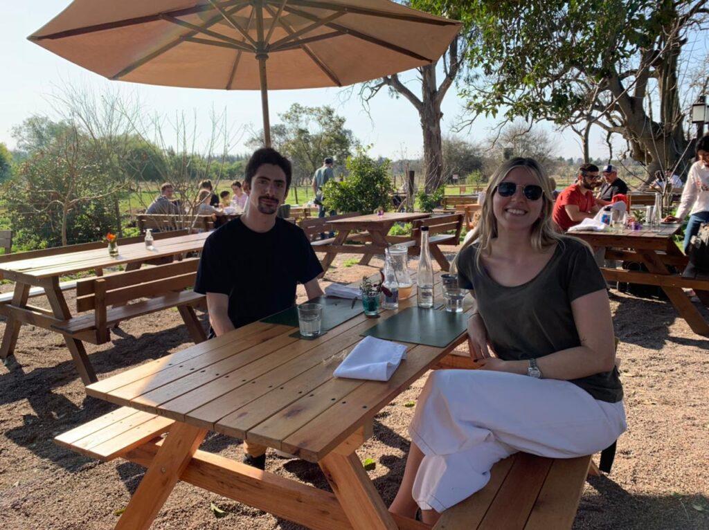Almorzando en La Pebeta en un dia soleado